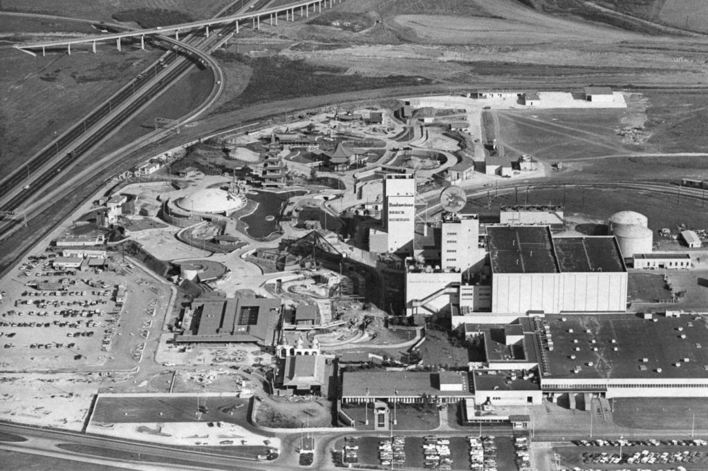 Image is a black and white, birds-eye view of the East Loop (610) and East Freeway (I-10 East), which divide the land between residential areas (to the left) and the brewery and theme park (to the right). Image courtesy of Curtis McGee for the Houston Chronicle, originally dated February 1971.